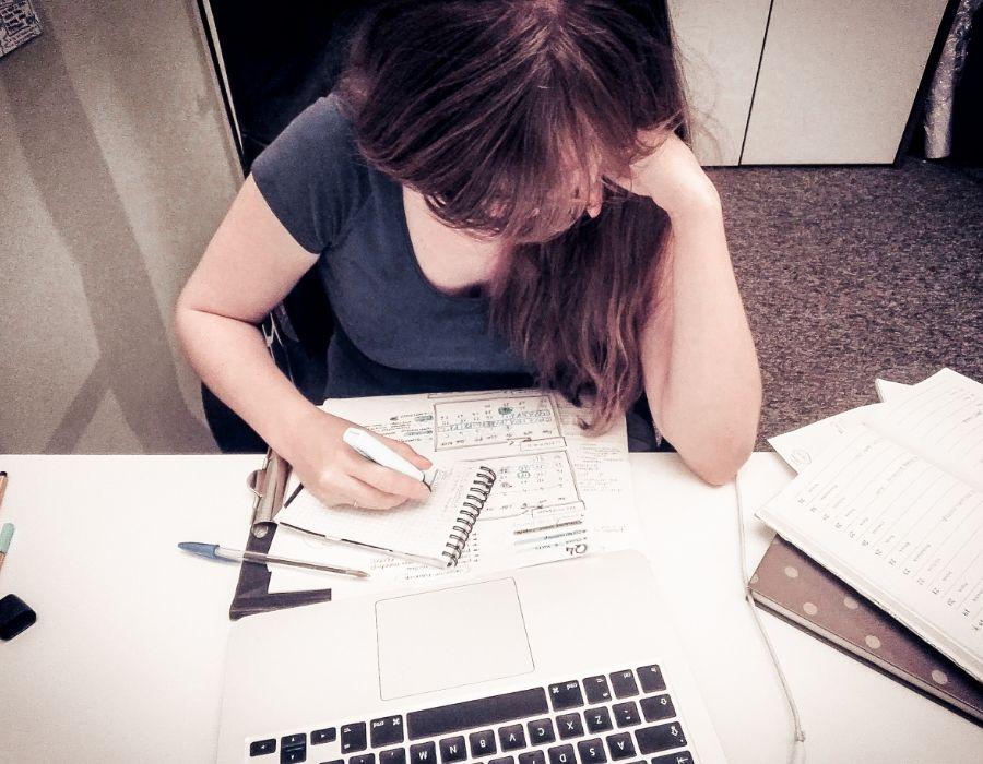Szukanie pracy idzie jak po grudzie? I co teraz?